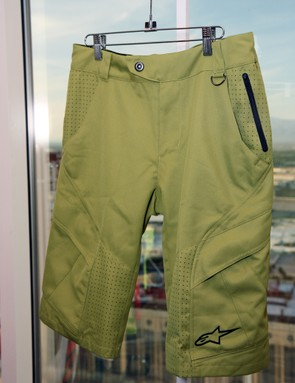 The Alpinestars Manual shorts are made of heavyweight materials for riders who require a little more durability than you get with ultralight XC-type shorts