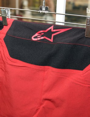 Alpinestars concentrated on trimming down the weight and bulk for its XC-oriented Hyperlight shorts. A stretch back panel is included, as on other models, but with a much lighter and thinner fabric