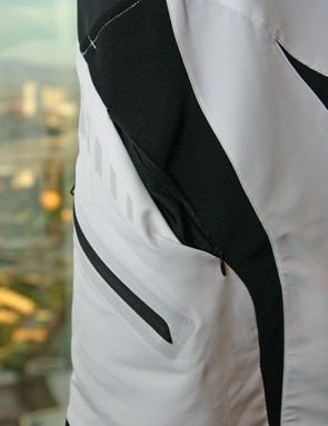 Zippered vents in the Alpinestars Drop Shorts allow for adjustable airflow