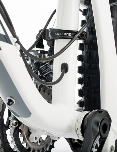 Internal routing for stealth-type dropper seatposts is included on both frame versions