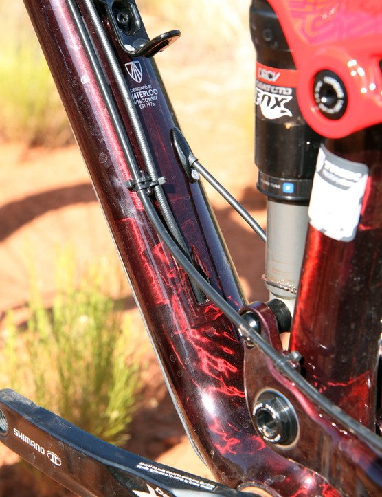 Cable routing is a mix of internal and external. Stealth-style dropper post lines are fed into the frame just above the bottom bracket shell