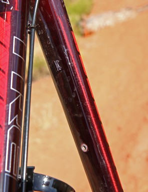 There's also external routing underneath the top tube for conventional dropper posts