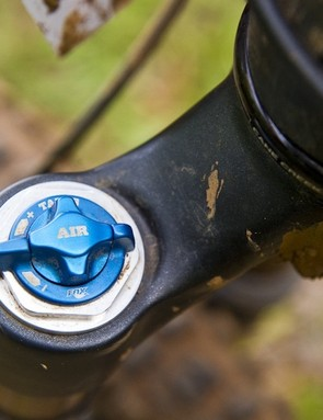 The two-postion travel adjuster drops the travel by 30mm