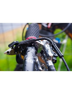 An optional remote allows the rider to select between Climb, Trail and Descend modes