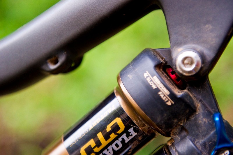 The red rebound knob can only be adjusted with a 2.5mm (or smaller) hex wrench