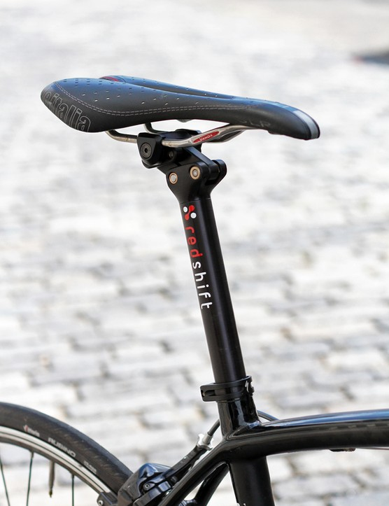 The parallelogram linkage at the top of the Redshift Sports Switch Aero seatpost is rather compact