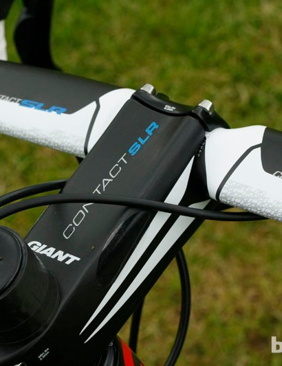 The strong, carbon-fibre Contact SLR stem clamps on to a set of Giant's aerodynamically-shaped Contact SLR bars