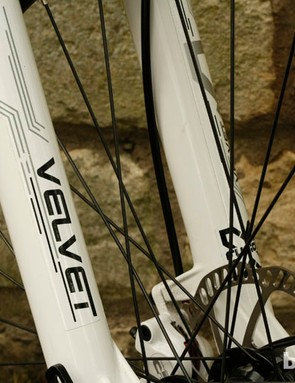 Order a complete bike from Kinesis and it'll come with X-Fuxion forks, like these Velvet RL2s