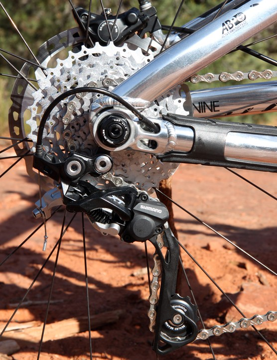 The rear derailleur cable is routed through the aluminum chain stay