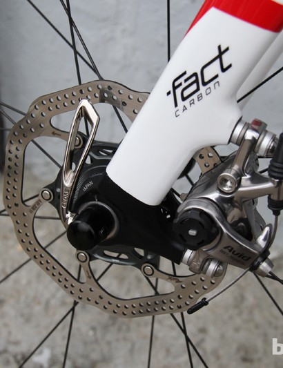 No Red 22 hydros here, just tried and true Avid BB7 SL mechanical disc brakes