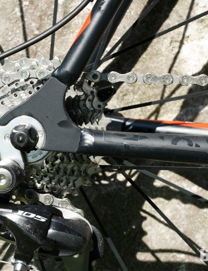 Shimano 105 rear derailleur keeps the chain in check on the 11-28 cassette