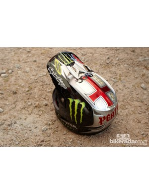 Another fresh lid amongst the Santa Cruz Syndicate camp was Peaty's latest Troy Lee Designs painted D3, which looked stunning and not too dissimilar to his lid from his famous victory here in 2005.