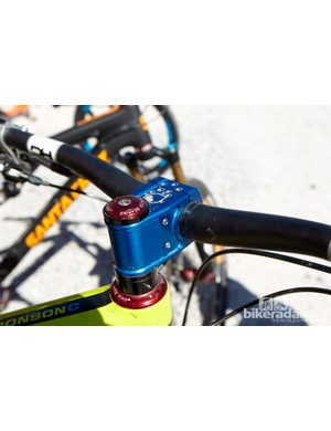 Aboard Josh Bryceland's Santa Cruz Broson was Burgtec's latest Enduro stem, aimed firmly at trail riders and enduro racers. The steerer pinch bolts sit neatly between the bar and steerer tube to avoid any nasty short/knee snagging incidents on bolt heads.