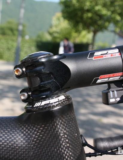 The FSA OS-115 stem was a standard 130mm centre-to-centre