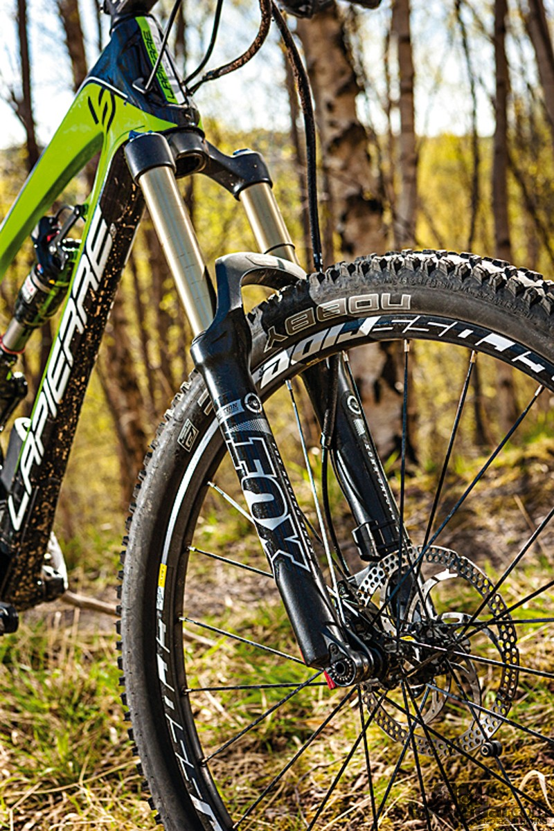 The 32mm-stanchioned Fox Float fork does flex a bit at speed in the rough stuff