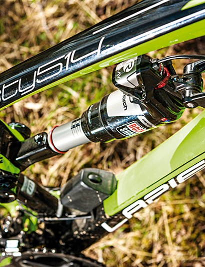The Ei system includes a servo motor on the shock that adjusts compression settings