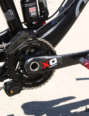 The Truvativ X0 carbon fiber crankarms are fitted with a GuideRing chainring and LG1+ chain guide, both from e*thirteen