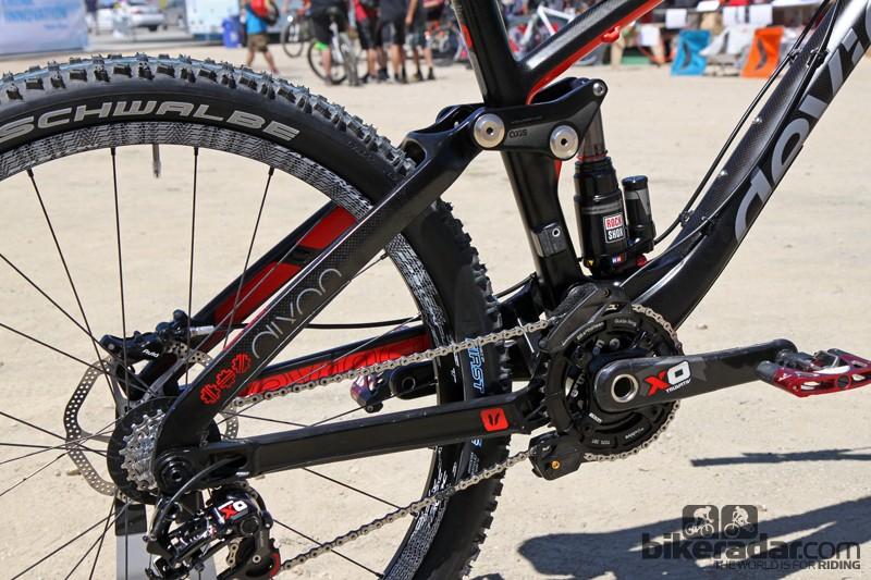 The Devinci Dixon Carbon uses Dave Weagle's Split Pivot suspension design