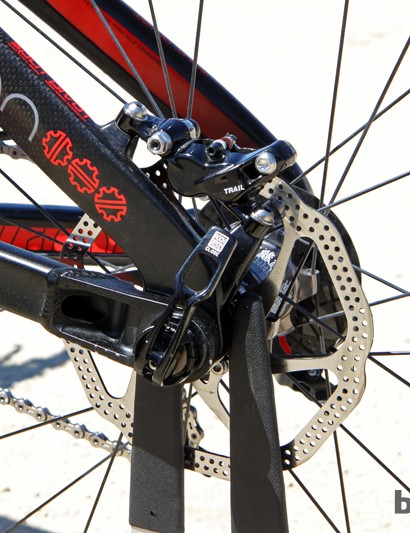 Avid X0 Trail four-piston hydraulic disc brakes with 160mm rotors are fitted front and rear