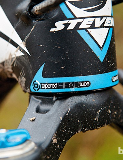 The Stevens Sonora 29er shares the same carbon frameset as the much more expensive SL-R