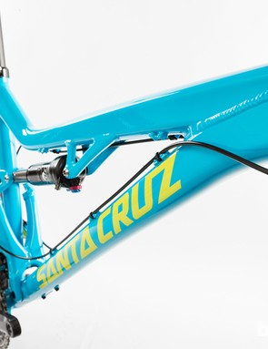 The kinked top tube improved stand-over clearance