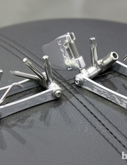 The new Lezyne SV multi-tools feature forged stainless steel bits with fully enclosed bases. Slim aluminum side plates make for a compact form factor