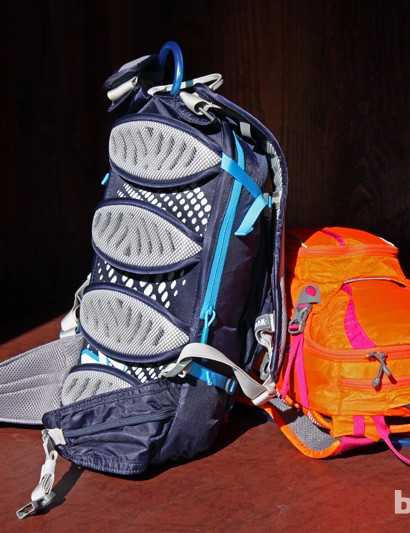 Camelbak introduced its revamped NVIS segmented back panel last year. It looks heavy and bulky but it's anything but while riding