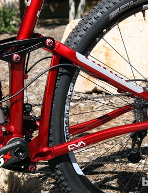 Niner once again uses its own CVA suspension design for the revamped JET 9