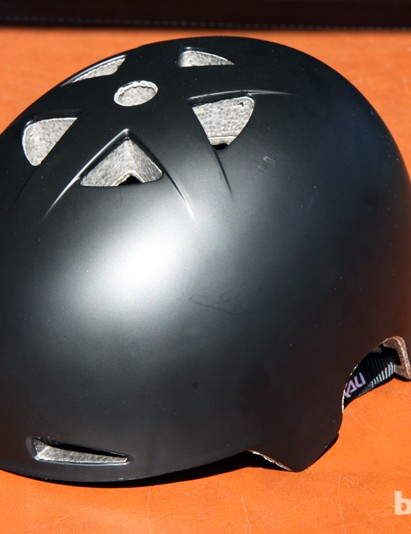 Kali builds the new US$59/£40 Viva with a tough ABS shell, an in-molded Composite Fusion Three dual-density EPS foam liner, and co-molded memory foam contact points. Taken in total, Kali says the Viva will be more durable, lower profile, and more protective than similar helmets