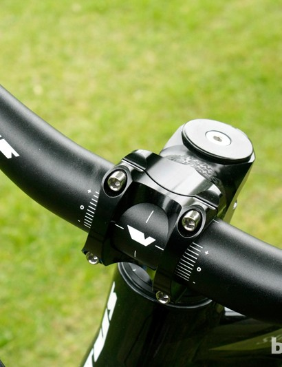 With Vitus' own bar matched to a 55mm Easton Haven stem, the cockpit certainly looks decent