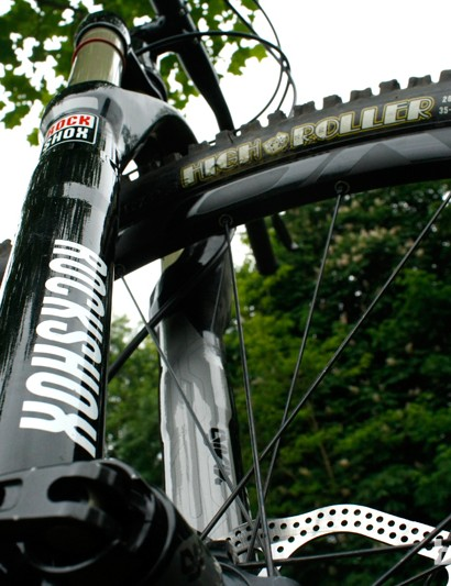 We think the 160mm RockShox Lyric fork will contribute to a capable front end