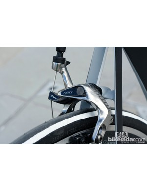 Incredibly thin seat stays are designed to minimize drag and reduce the vibrations from the road to the saddle