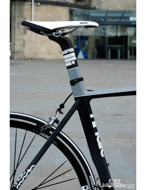 The seat tube is fixed with a minimal clamp while the back of the bike is very clean. In a nod to its TT bike lineage, the down tube has a slight cutout for wheel clearance