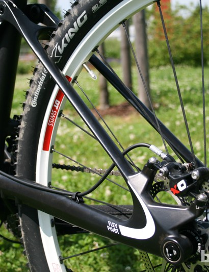 A bolt-thru rear end aids stiffness on the Canyon Lux CF