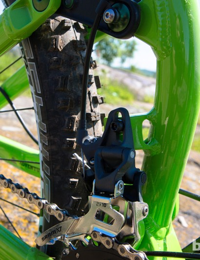 Both bikes are designed to use high direct-mount top-pull front derailleurs; neither can run a 3x drivetrain