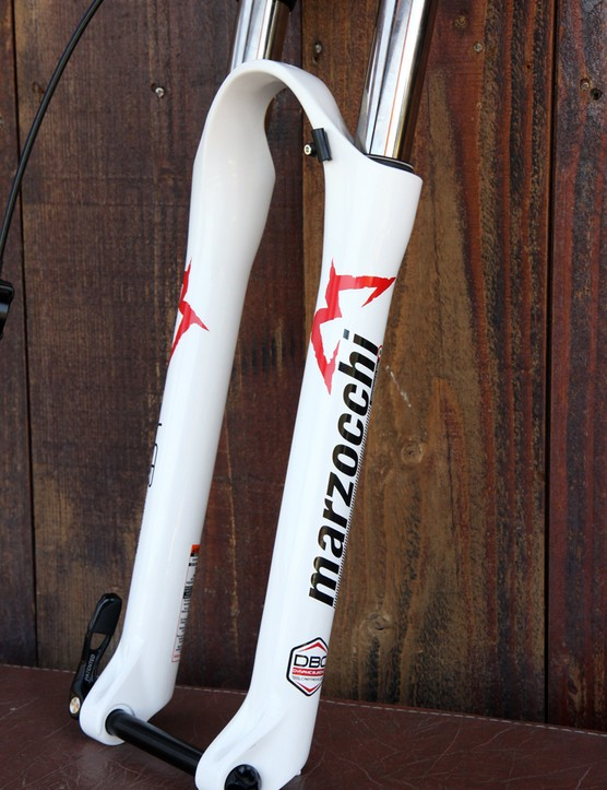 The magnesium lower leg casting on the Marzocchi 320 LCR Carbon fork features a subtle rib down the front edge. 15mm thru-axle dropouts are standard