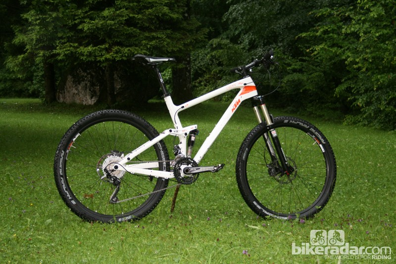 The Lycan is a carbon front, aluminium rear trail bike with 125mm of suspension