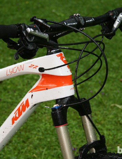Shimano's SLX groupset was placed on this Scarp, along with a flat bar to help keep the front end low