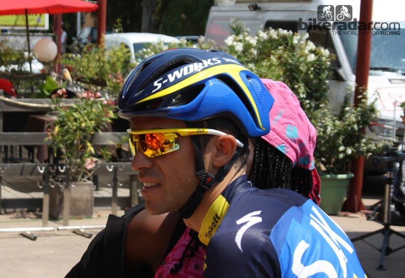 Alberto Contador (Saxo-Tinkoff Bank) in the official Specialized S-Works Evade aero road helmet