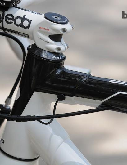 Europcar and Colnago's solution to electronic shifting cable routing