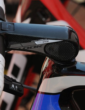 New to the 695 AeroLight is the Look AeroStem – an elegant, more aerodynamic evolution to the angular and brick-like C-Stem. The clamping mechanism is covered under the rubberised flap