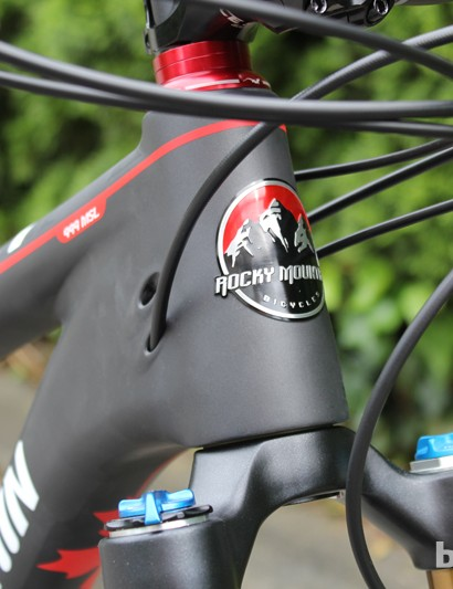 All four Instinct MSL bikes use internal routing