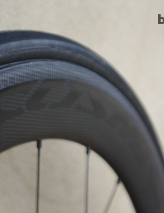 The Mavic Cosmic Carbone 80 CX01 wheels are shod with 25mm tyres, which the mechanic told us have better aerodynamic, rolling resistance and traction properties