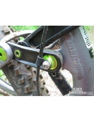 A housing guide for the front derailleur cable is integrated into the suspension linkage