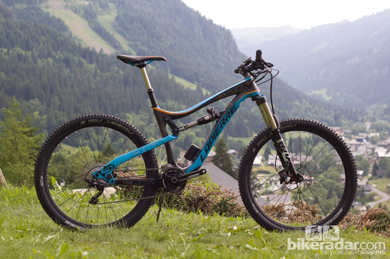 The 27.5in-wheeled Zesty All Mountain (AM) shares a 150mm travel frame with the Spicy, but uses a matching 150mm fork up front