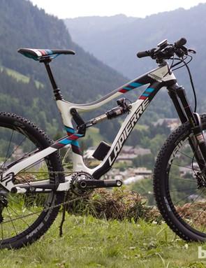The top-of-the-range Lapierre Spicy 927 Ei is pretty much a replica of Nico Vouilloz's winning enduro race bike