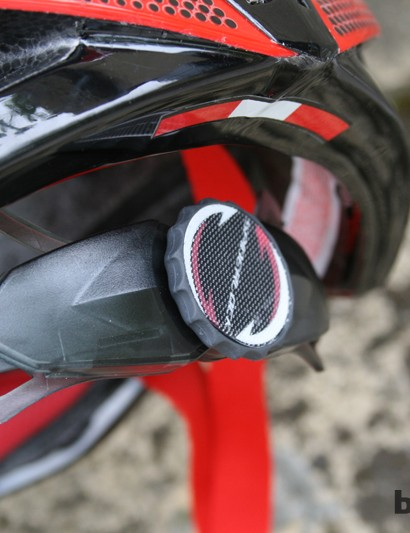 The large dial makes retention adjustment a doddle. It also provides the mounting point for the rear light