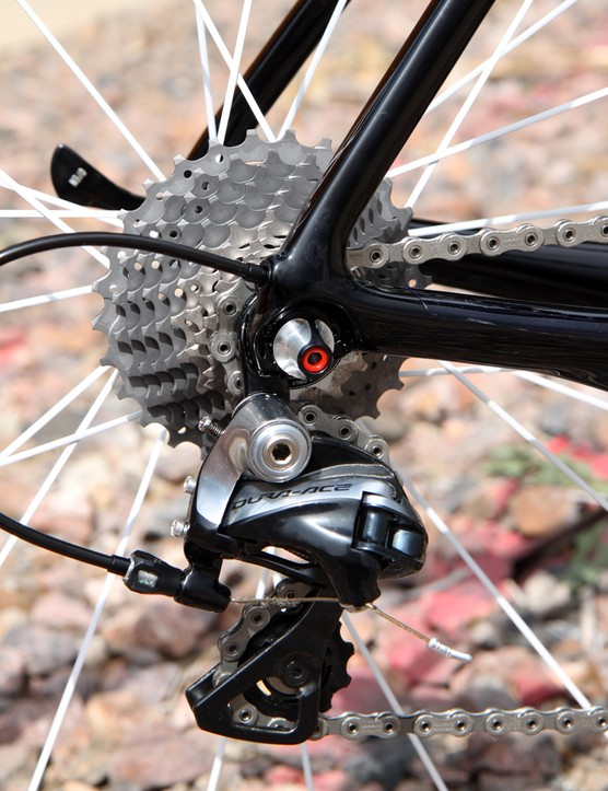 The Shimano Dura-Ace 9000 rear derailleur is affixed to a replaceable aluminum hanger. Dropouts are made of carbon fiber