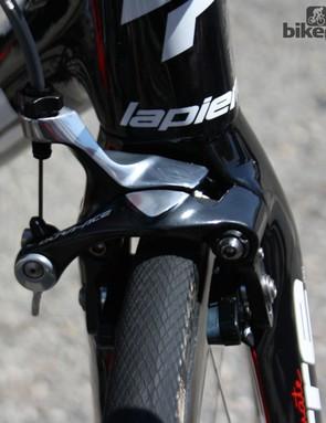 This Lapierre Xelius EFI frame was running an aerodynamic new fork with Shimano Dual Mount brakes