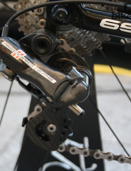 Campagnolo Record 11 EPS is used throughout the bike